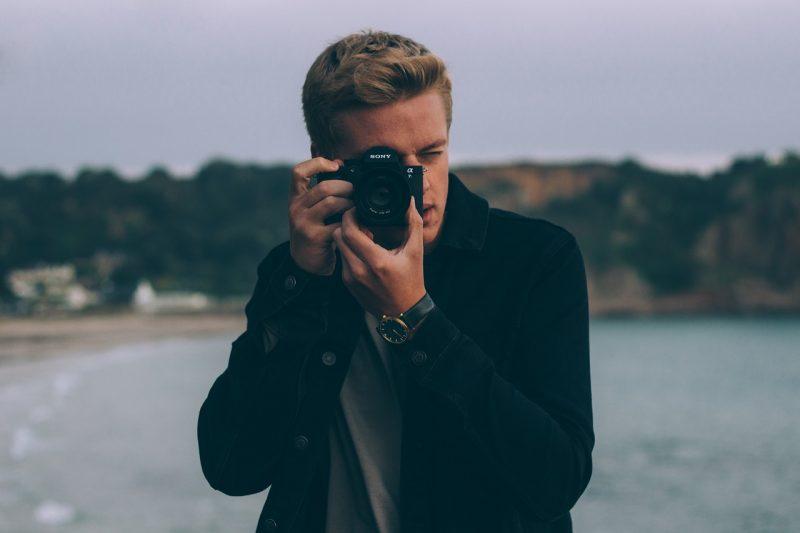 「カメラを構える」の画像検索結果